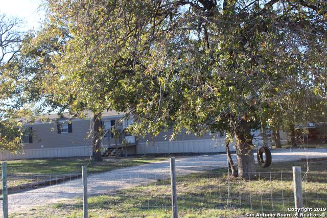 106 Flores Oaks Dr, Floresville, TX 78114 (MLS #1424345) :: Alexis Weigand Real Estate Group