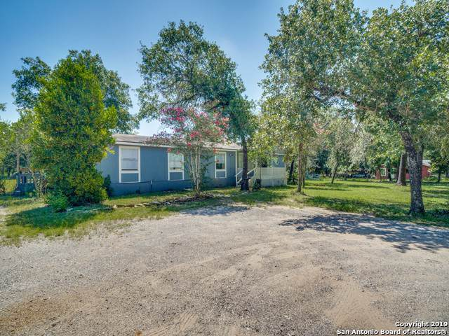 936 Eagle Creek Dr, Floresville, TX 78114 (MLS #1424356) :: Alexis Weigand Real Estate Group