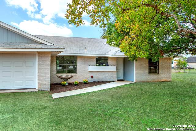 304 E Zipp Rd, New Braunfels, TX 78130 (MLS #1424965) :: Niemeyer & Associates, REALTORS®