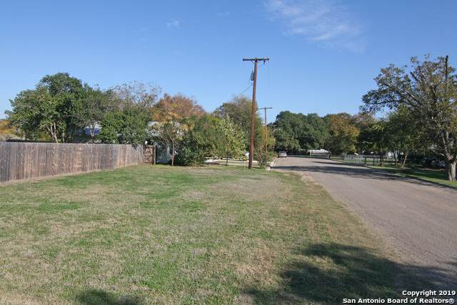 1108 25TH ST, Hondo, TX 78861 (MLS #1425267) :: Alexis Weigand Real Estate Group