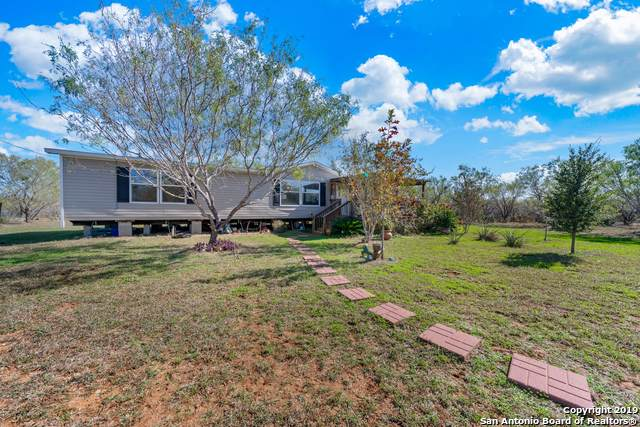 171 Mysti Ln, Jourdanton, TX 78026 (#1425549) :: The Perry Henderson Group at Berkshire Hathaway Texas Realty