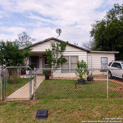 118 E Curtis St, Dilley, TX 78017 (MLS #1425761) :: BHGRE HomeCity