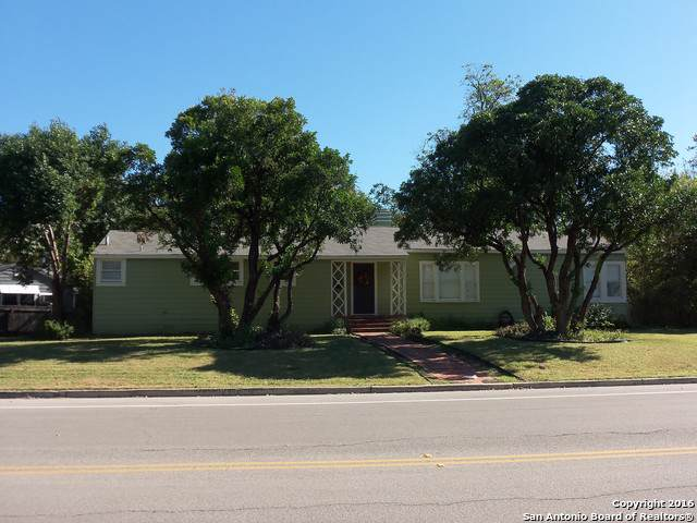 310 Kampmann Blvd, San Antonio, TX 78201 (#1425865) :: The Perry Henderson Group at Berkshire Hathaway Texas Realty