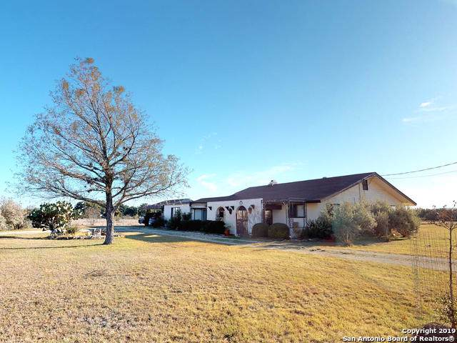 919 Flying L Dr, Bandera, TX 78003 (MLS #1426460) :: Alexis Weigand Real Estate Group