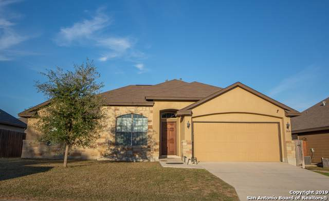 1904 Wayward Trail, Pleasanton, TX 78064 (#1426622) :: The Perry Henderson Group at Berkshire Hathaway Texas Realty