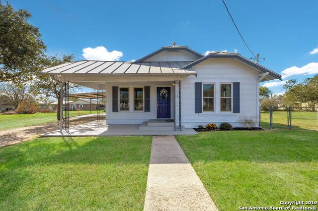 310 S Storts St, Poth, TX 78147 (MLS #1427242) :: Neal & Neal Team