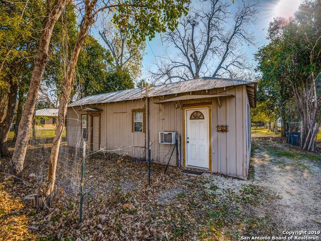 160 Klingemann, New Braunfels, TX 78130 (MLS #1428322) :: Alexis Weigand Real Estate Group