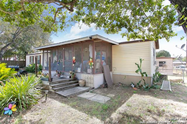 22807 Shady Forest Dr, Elmendorf, TX 78112 (MLS #1428423) :: Berkshire Hathaway HomeServices Don Johnson, REALTORS®