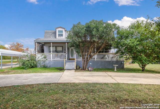 700 N Carroll St, Poth, TX 78147 (MLS #1429049) :: Keller Williams City View