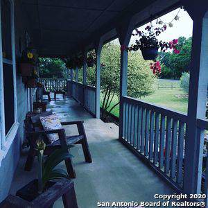 697 Rosewood Ave, Boerne, TX 78006 (MLS #1430897) :: The Gradiz Group