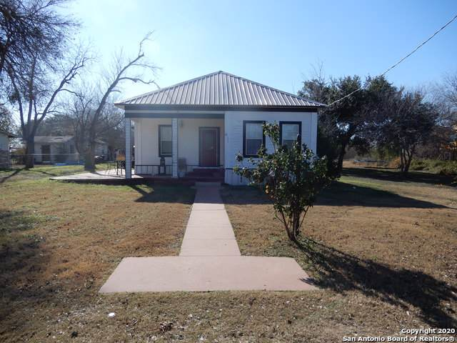 1911 3rd St, Floresville, TX 78114 (MLS #1431281) :: BHGRE HomeCity