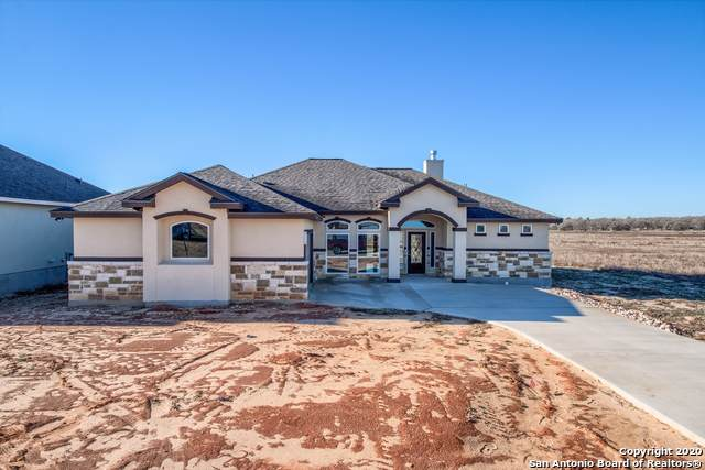 125 Turnberry Dr, La Vernia, TX 78121 (MLS #1431443) :: Carolina Garcia Real Estate Group