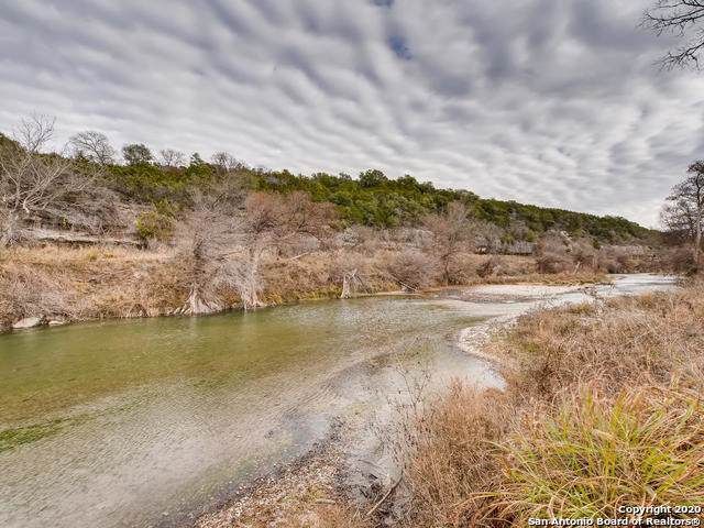 135 Mark Twain Rd, Boerne, TX 78006 (#1432154) :: The Perry Henderson Group at Berkshire Hathaway Texas Realty