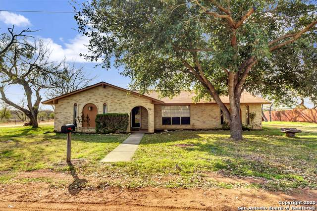 401 Bluebonnet Ave, Devine, TX 78016 (MLS #1432982) :: Legend Realty Group