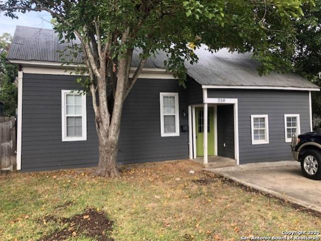 250 S Hackberry Ave, New Braunfels, TX 78130 (MLS #1433093) :: Alexis Weigand Real Estate Group