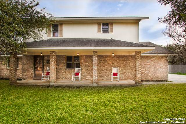 209 Lone Oak St, Seguin, TX 78155 (#1433223) :: The Perry Henderson Group at Berkshire Hathaway Texas Realty