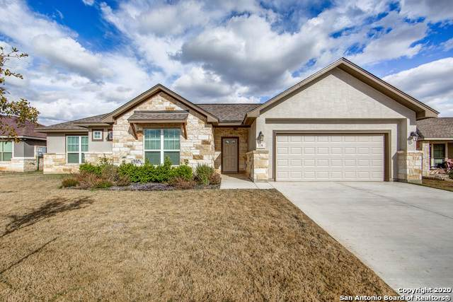 136 Fairway Dr, Floresville, TX 78114 (MLS #1433536) :: BHGRE HomeCity
