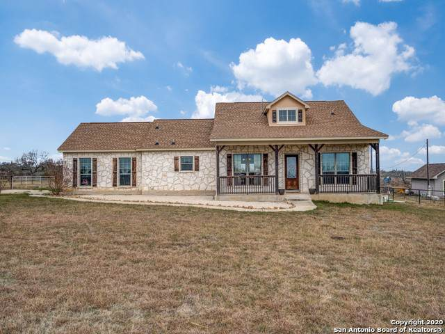 911 County Road 367, Hondo, TX 78861 (#1433619) :: The Perry Henderson Group at Berkshire Hathaway Texas Realty