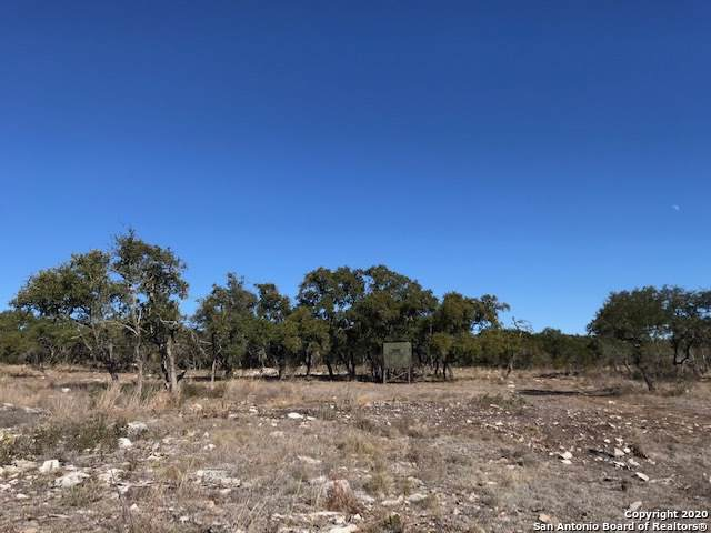 930 County Road 232, Hondo, TX 78861 (MLS #1434252) :: Reyes Signature Properties