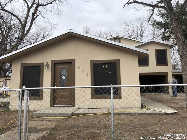 523 Dallas St, Pleasanton, TX 78064 (MLS #1434263) :: BHGRE HomeCity