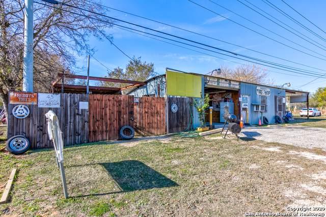 2205 10TH ST, Floresville, TX 78114 (MLS #1434613) :: Carolina Garcia Real Estate Group