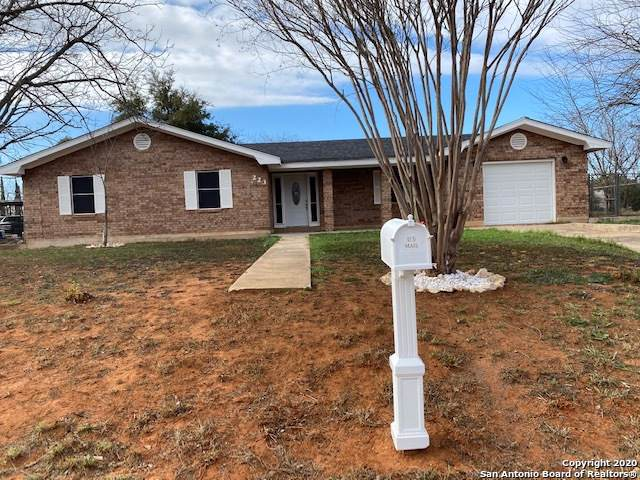 223 N Garcia St, Pearsall, TX 78061 (#1434617) :: The Perry Henderson Group at Berkshire Hathaway Texas Realty