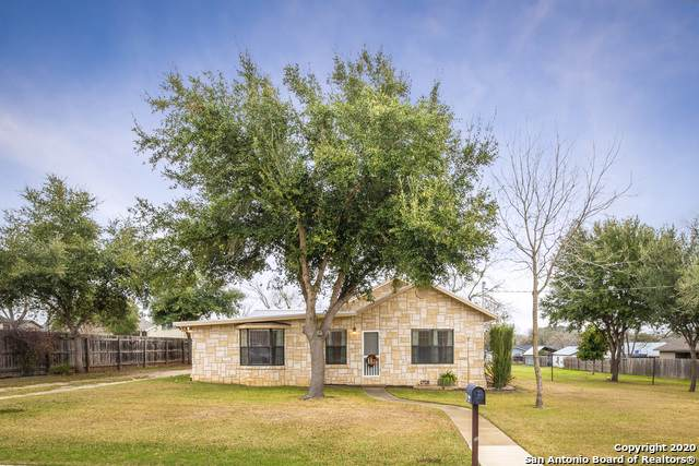 1708 5th St, Floresville, TX 78114 (MLS #1434838) :: Alexis Weigand Real Estate Group