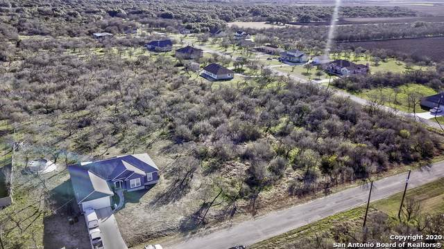 105 County Road 3830, San Antonio, TX 78253 (#1435196) :: The Perry Henderson Group at Berkshire Hathaway Texas Realty