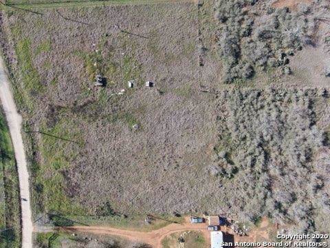 155 Fern Hollow, Jourdanton, TX 78026 (MLS #1435385) :: Glover Homes & Land Group