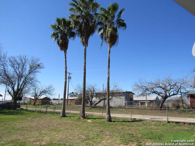 205 W 9TH ST, Leming, TX 78050 (MLS #1435449) :: Glover Homes & Land Group