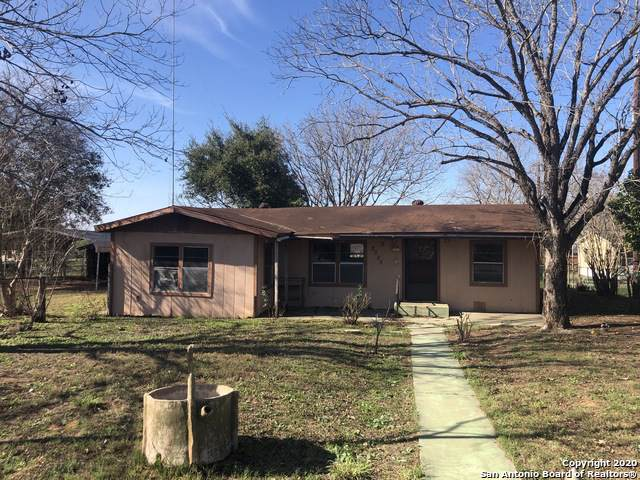 2025 Standish St, Floresville, TX 78114 (MLS #1435721) :: Alexis Weigand Real Estate Group
