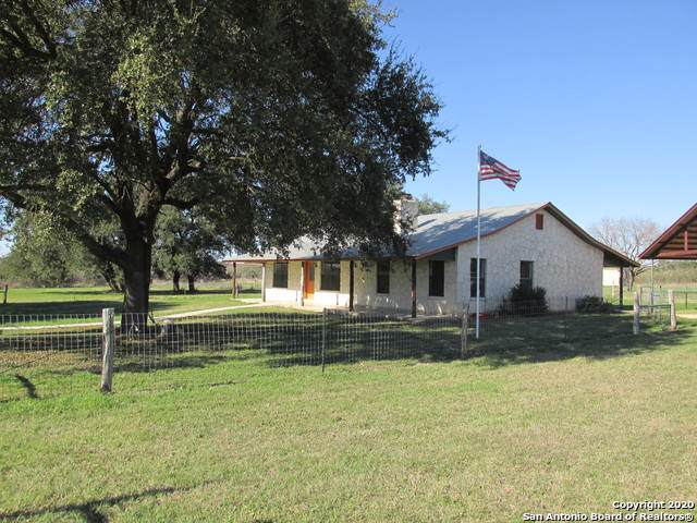 425 County Road 646, Hondo, TX 78861 (MLS #1435948) :: Alexis Weigand Real Estate Group