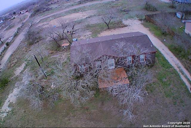 303 E Riddleville, Karnes City, TX 78118 (MLS #1436078) :: Tom White Group