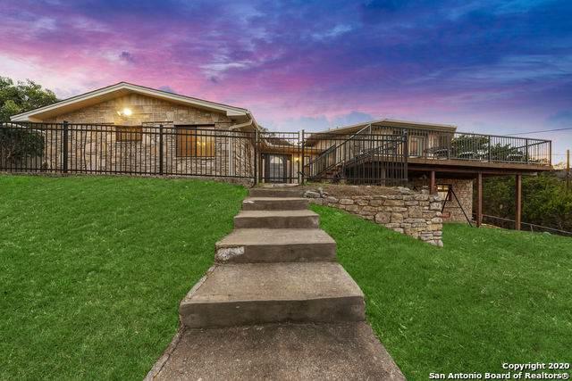 121 Loma Vista Dr, Kerrville, TX 78028 (MLS #1438208) :: Carolina Garcia Real Estate Group