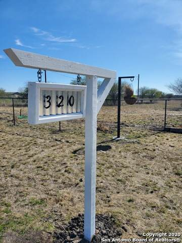 320 County Road 5780, Castroville, TX 78009 (MLS #1438311) :: Reyes Signature Properties