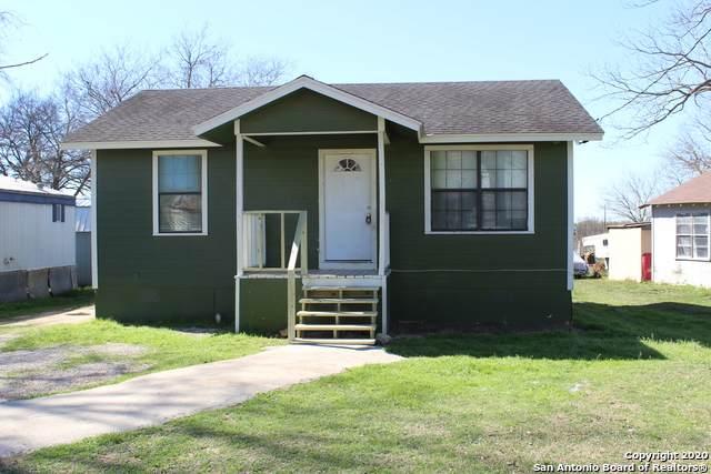 927 Goliad Rd, Floresville, TX 78114 (MLS #1438410) :: Carolina Garcia Real Estate Group