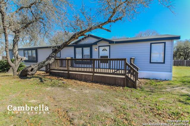 22702 Red Mountain Dr, Elmendorf, TX 78112 (#1438433) :: 10X Agent Real Estate Team