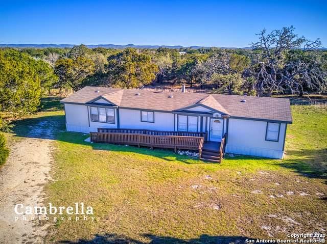 546 Mills Ln, Pipe Creek, TX 78063 (MLS #1438443) :: Carolina Garcia Real Estate Group