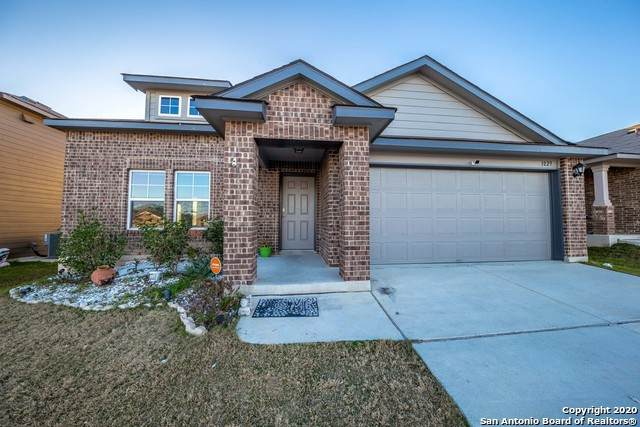 1029 Sandwell Ct, Seguin, TX 78155 (MLS #1438876) :: Carolina Garcia Real Estate Group
