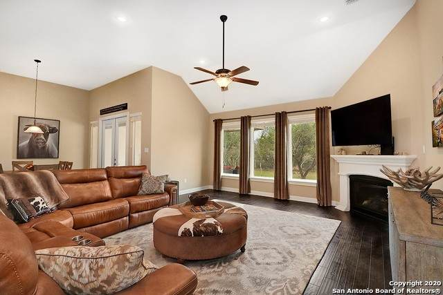 564 Sittre Dr, Castroville, TX 78009 (MLS #1438990) :: Vivid Realty