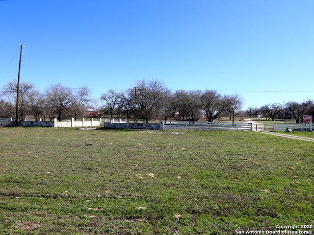8420 S Tx-1604-Loop E, Elmendorf, TX 78112 (MLS #1438998) :: 2Halls Property Team | Berkshire Hathaway HomeServices PenFed Realty