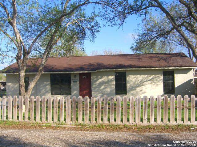 108 W Mesquite St, Karnes City, TX 78118 (MLS #1439300) :: The Mullen Group | RE/MAX Access