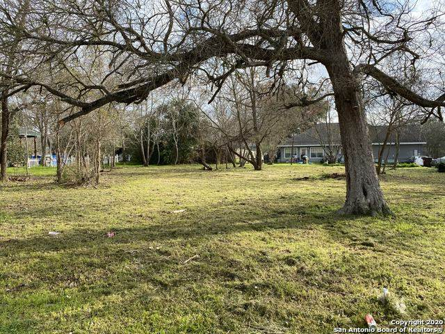 917 Proctor St, Lockhart, TX 78644 (MLS #1439973) :: Berkshire Hathaway HomeServices Don Johnson, REALTORS®