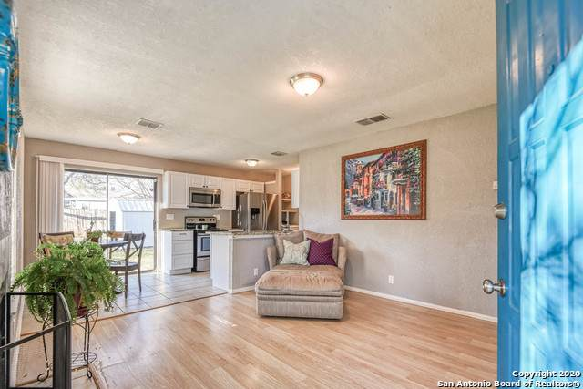 11757 Spring Life, San Antonio, TX 78249 (#1439976) :: The Perry Henderson Group at Berkshire Hathaway Texas Realty