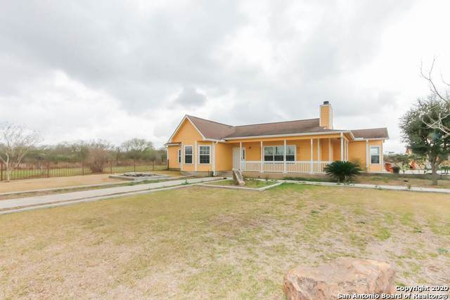 220 Mesquite Rd, Beeville, TX 78102 (MLS #1439996) :: Tom White Group