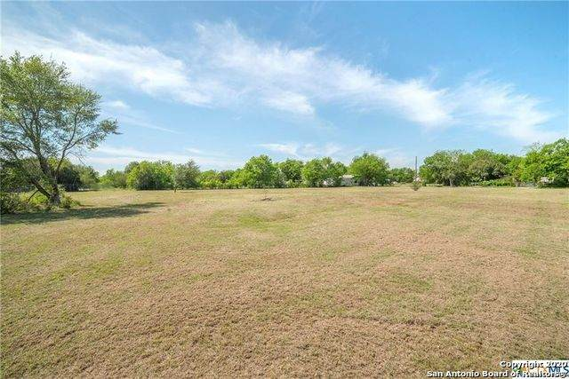 1611 Sunset St, Seguin, TX 78155 (MLS #1440215) :: HergGroup San Antonio