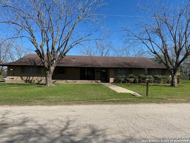 1111 Waltom Ave, Jourdanton, TX 78026 (MLS #1440255) :: Exquisite Properties, LLC