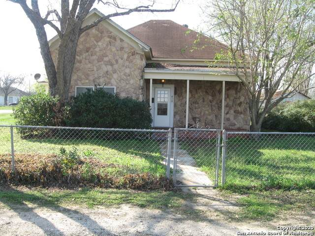 410 S Jamison, Devine, TX 78016 (MLS #1440315) :: The Mullen Group | RE/MAX Access