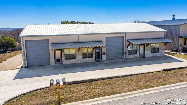 105 Crystal Dr W, Kerrville, TX 78028 (MLS #1440345) :: BHGRE HomeCity San Antonio