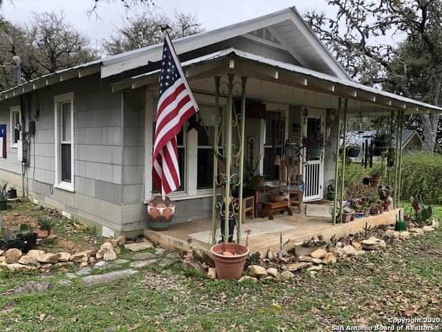410 14th St, Bandera, TX 78003 (MLS #1440946) :: Carolina Garcia Real Estate Group
